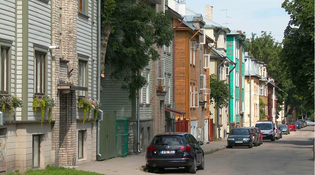 Tallinn Neighborhoods: Kalamaja is full of colorful wooden houses.