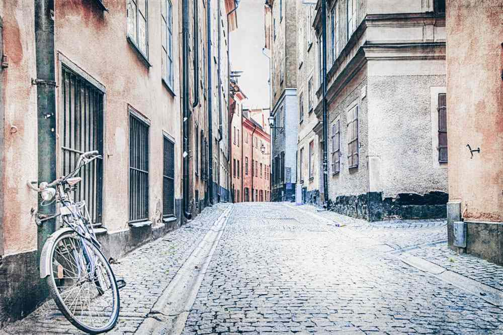 3 Days in Stockholm: A narrow cobblestone street with colorful houses in Gamla Stan (Old Town)