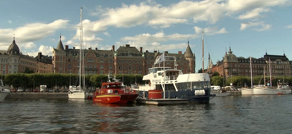 What to do in Stockholm: On the Royal Canal Tour you will see Stockholm's sights from a new angle.