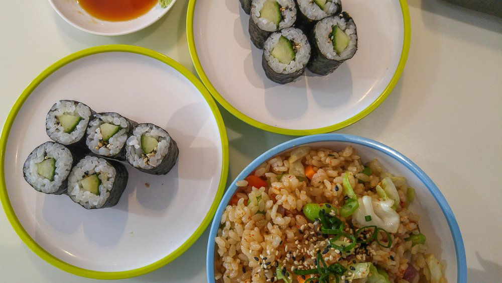 Where to eat at Copenhagen airport: This selection of vegetarian food only costs 85 kr at YoSushi.