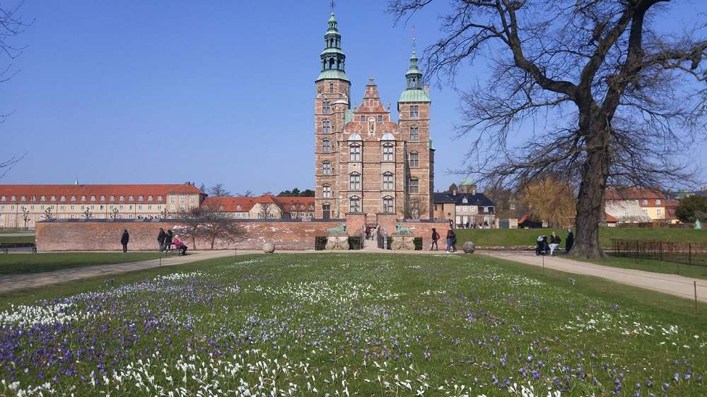 Visiting Copenhagen in May means that spring is in full swing with flowers blooming everywhere.