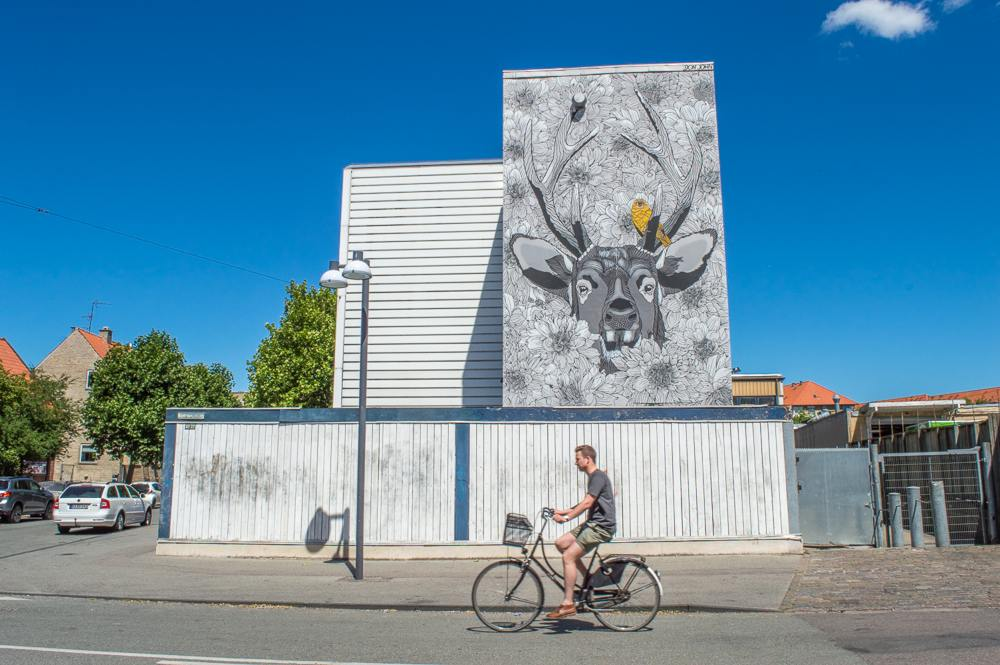 This mural can be found on Rentemestervej in Copenhagen.