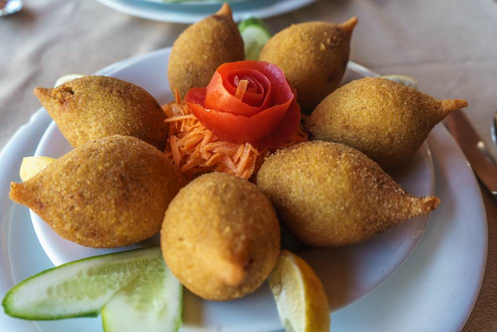 Icli kofte can be enjoyed as a street food or as a sit-down meal.