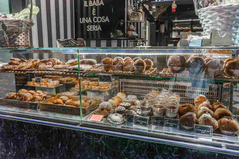 Start your day in Naples with a traditional Neapolitan pastry!