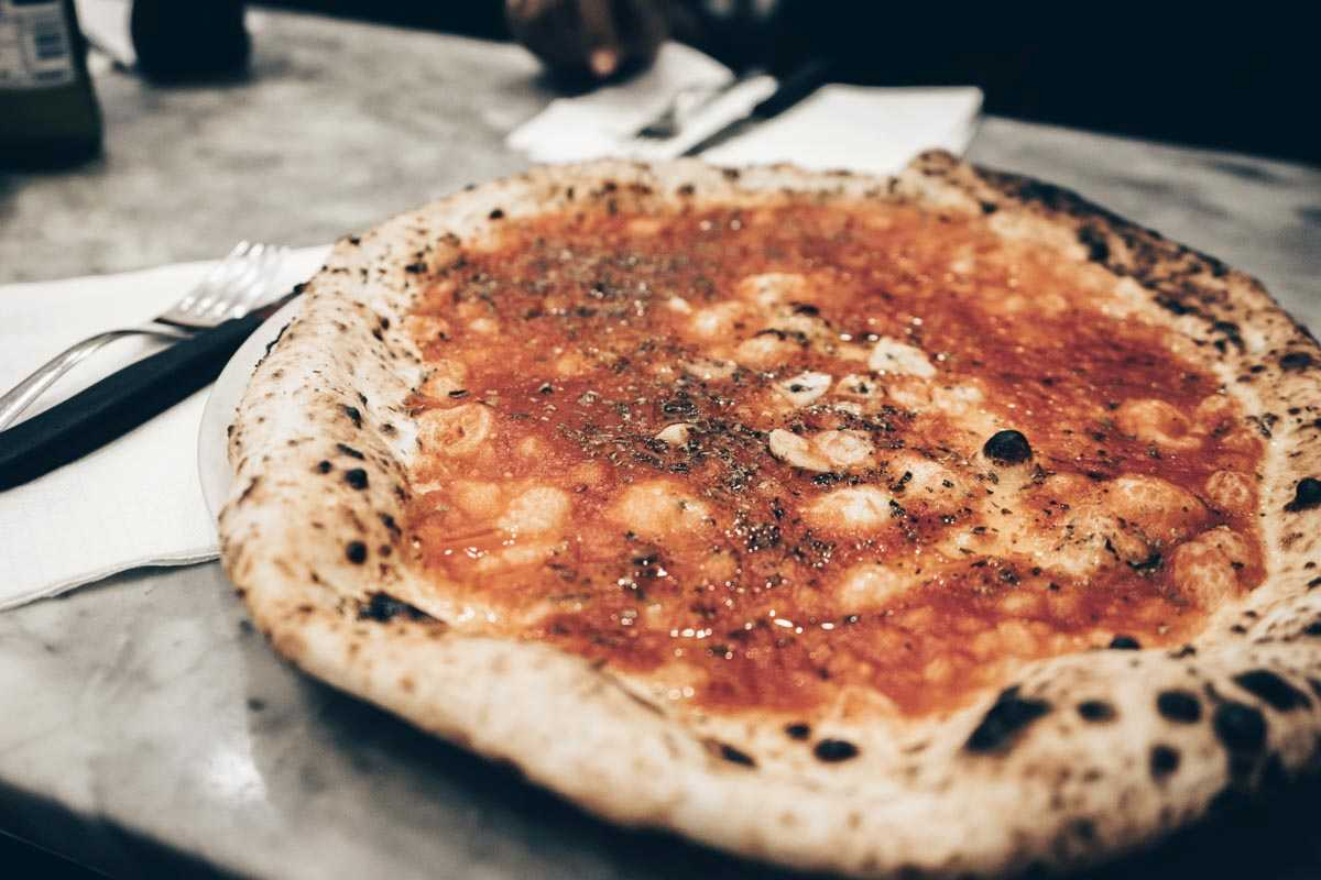 Best Pizza Place in Naples: The scrumptious Pizza Marinara at L'Antica Pizzeria da Michele.