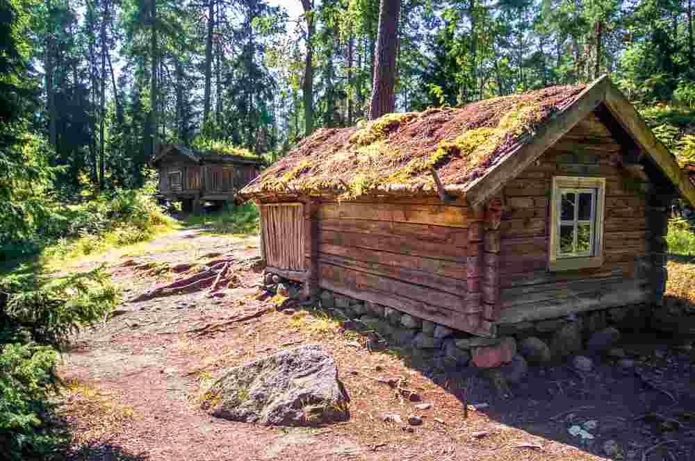 What to see in Helsinki: The traditional wooden cottages of the Seurasaari Open Air Museum are one of the must see sights when spending two days in Helsinki.