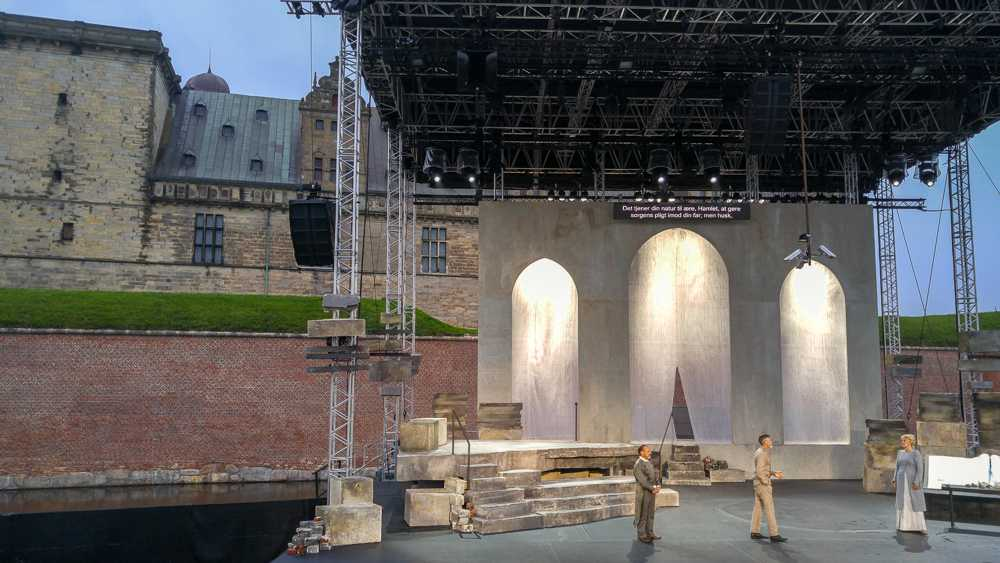Seeing a Hamlet play at Kronborg Castle is the perfect ending to this day trip from Copenhagen!