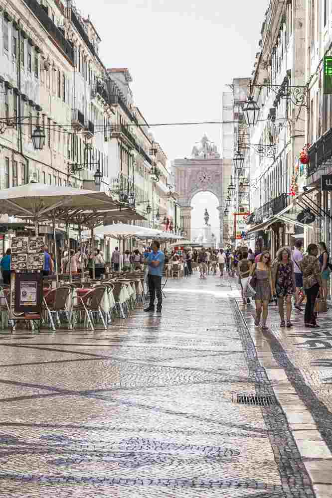 Take a stroll down Rua Augusta during your 24 hours in Lisbon. C: Sun_Shine / Shutterstock.com