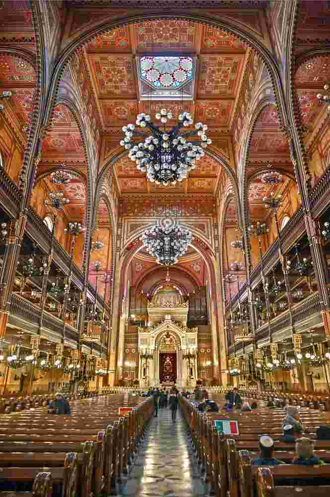 The lovely interior of the Dohany Street Synagogue should not be missed if spending 2 days in Budapest. C: Heracles Kritikos/shutterstock.com