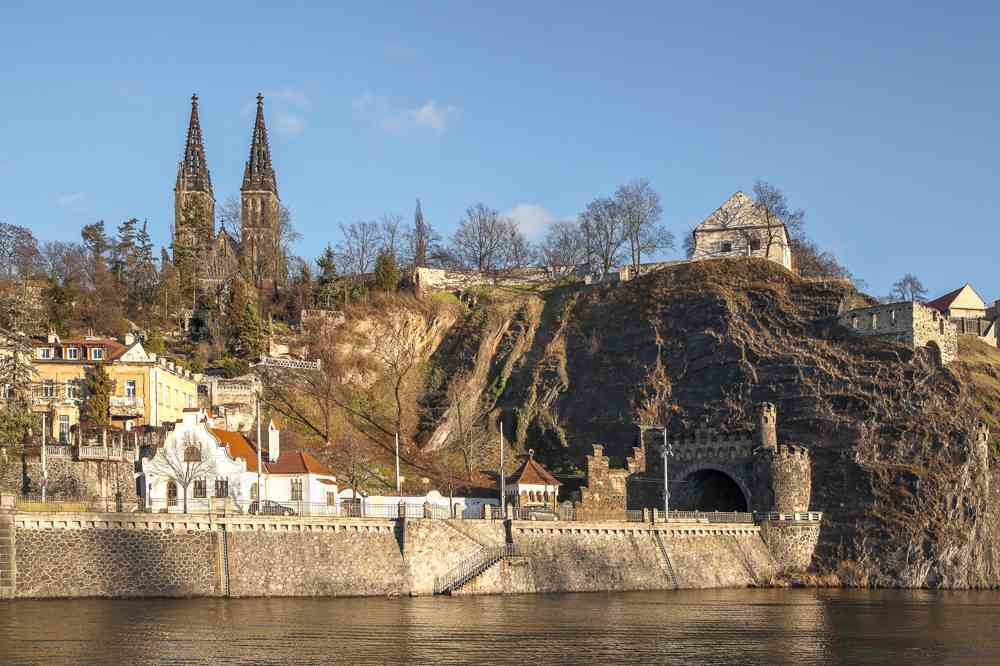 2 days in Prague are enough time to see the beautiful Vysehrad Fortress.