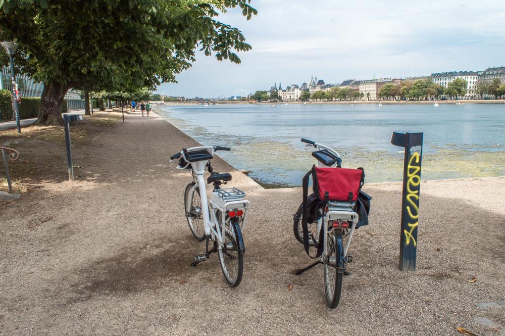 Wenn du in Kopenhagen gerne mit dem Rad fahren möchtest, mach eine Tour um die Seen!