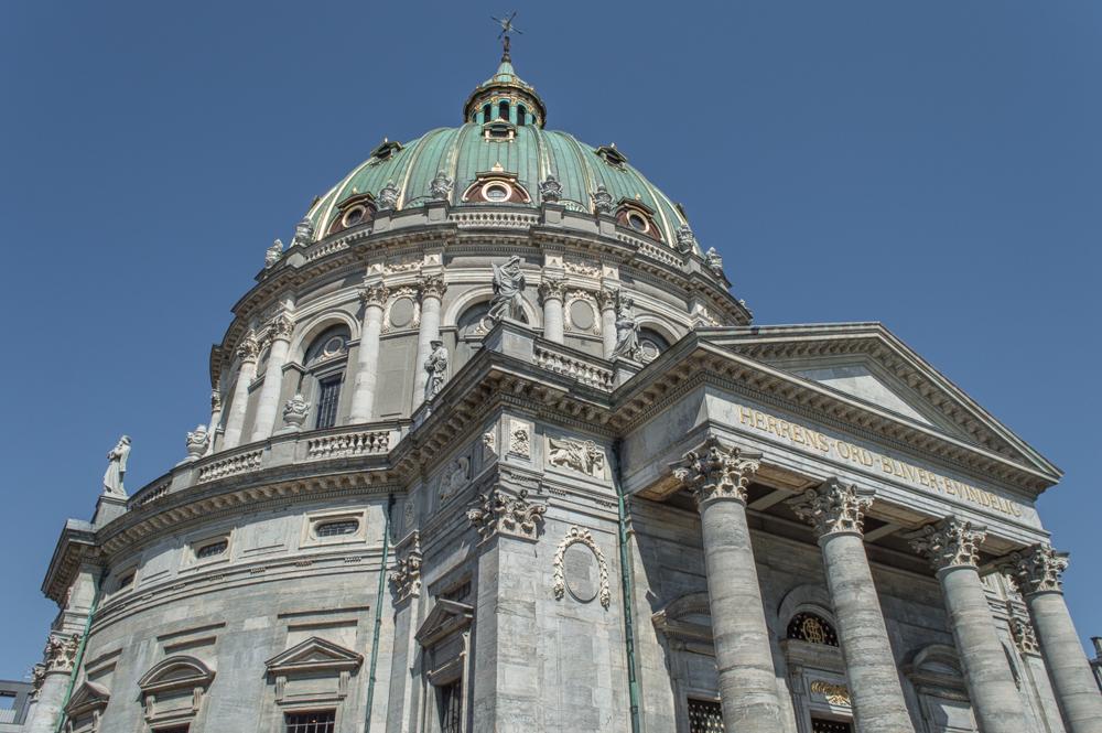 Die Frederikskirche ist eine besonders schöne Sehenswürdigkeit in Kopenhagen.