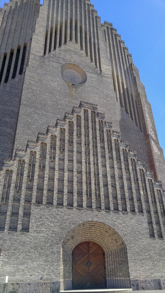 Die Grundtvigskirche ist eine der ungewöhnlichsten Sehenswürdigkeiten in Kopenhagen.