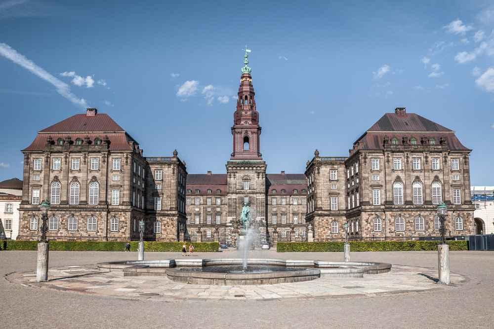 Schloss Christiansborg ist eine beliebte Sehenswürdigkeit in Kopenhagen.