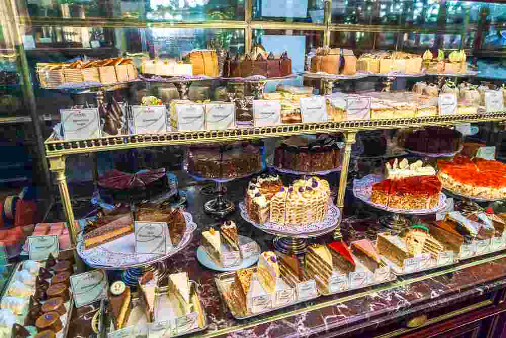 Start your 24 hours in Vienna with a cake breakfast at Demel. C: Rostislav Ageev / Shutterstock.com