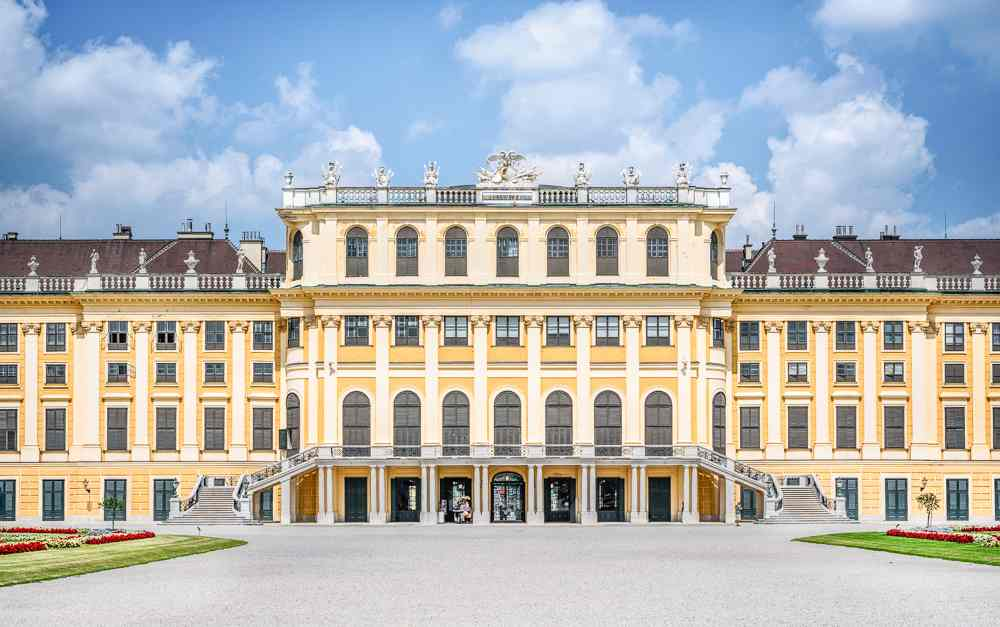 It is not possible to see Schonbrunn Palace during one day in Vienna.