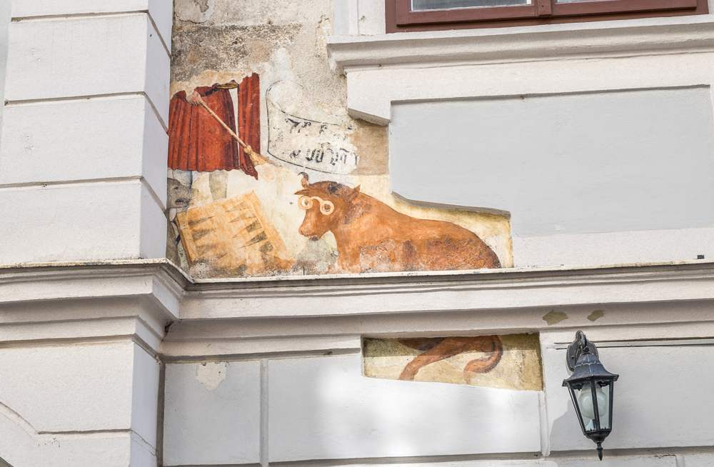 This fresco is a cute hidden gem you will be able to see on this self-guided Vienna walking tour. C: Timelynx / Shutterstock.com