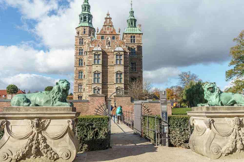 The wonderful Rosenborg Castle and the adjacent Kongens Have are two places in Copenhagen you can't miss during a weekend in Copenhagen.