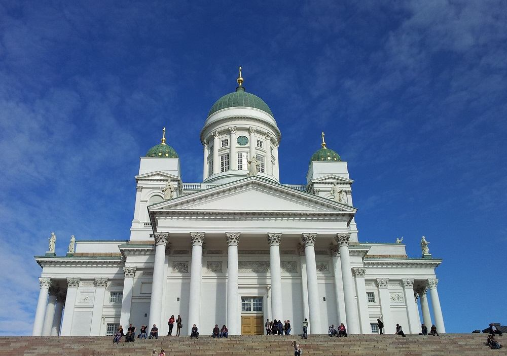 The magnificent Helsinki Cathedral is one of the main sightseeing points of this free self-guided Helsinki walking tour.