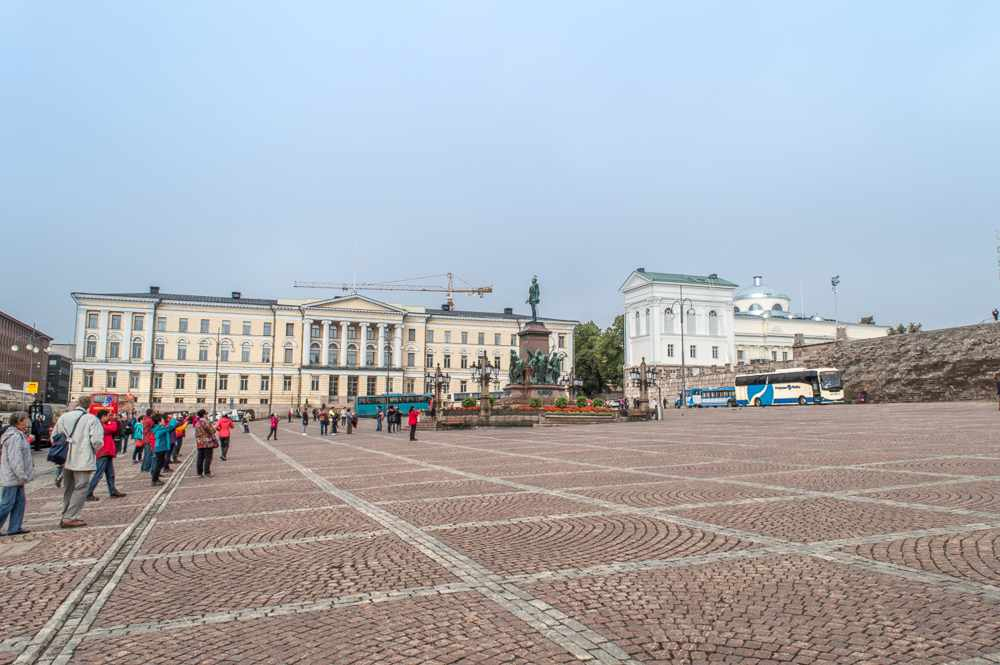 The Senate Square is one of the must see sightseeing attractions when spending one day in Helsinki.