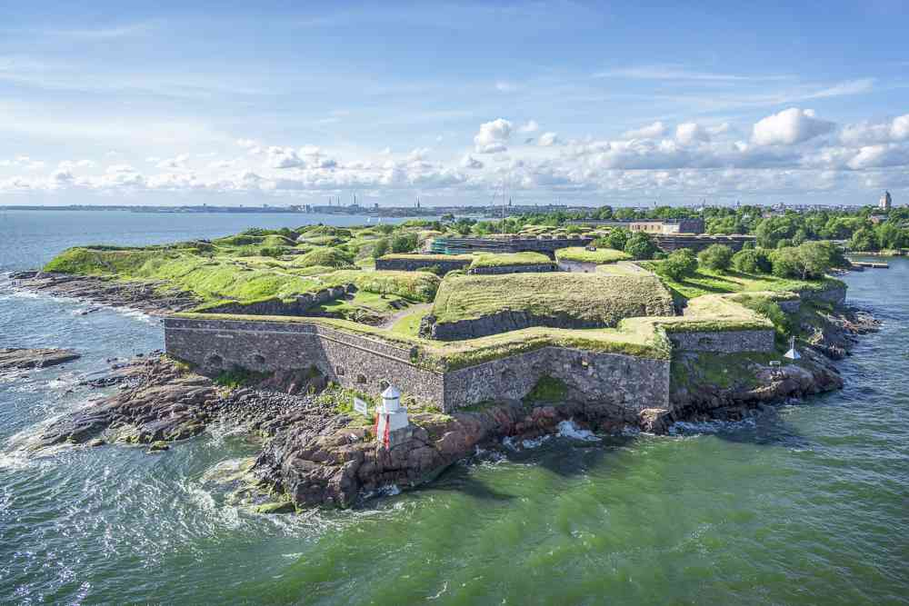 The UNESCO World Heritage Suomenlinna Fortress is one of the must-see places when spending one day in Helsinki.