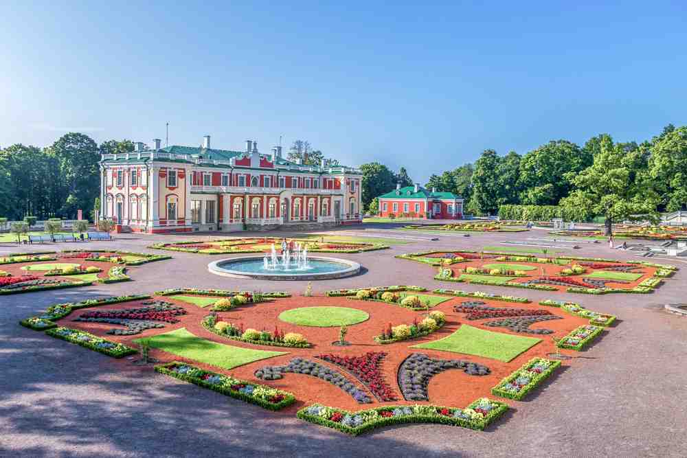 The elegant Kadriorg Palace and its well manicured lawns are one of the top things to see in Tallinn in 24 hours.