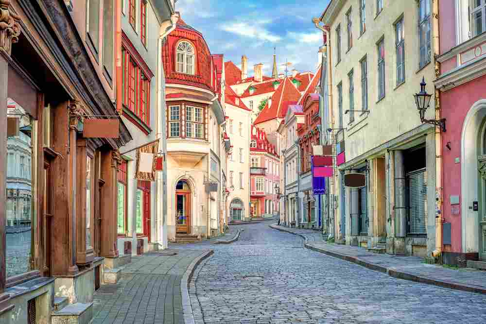 When coming on a day trip from Helsinki to Tallinn, the picturesque lanes of the Old Town of Tallinn are a must-see attraction