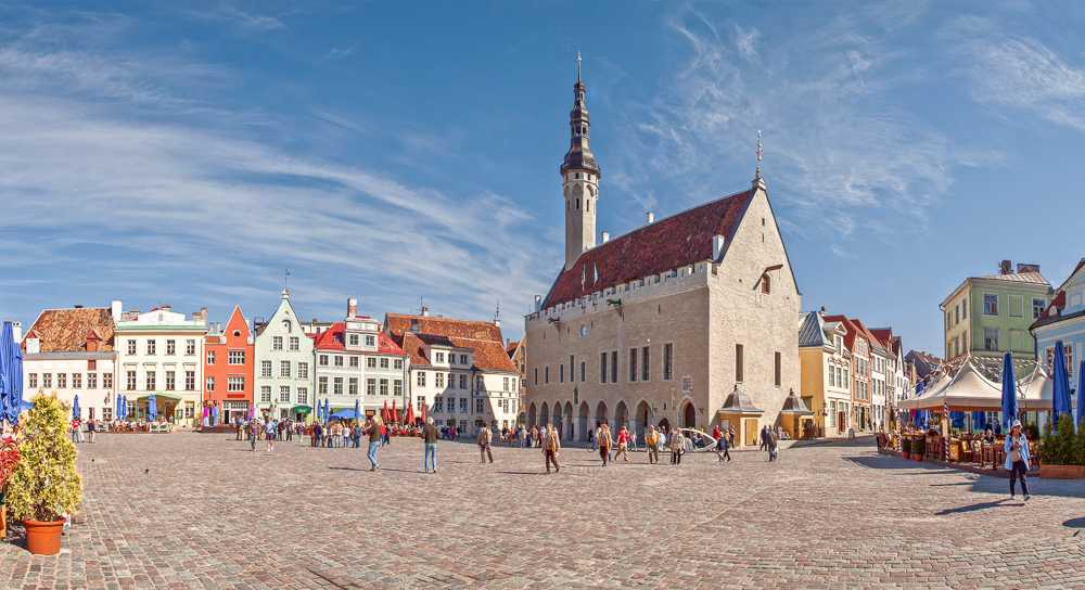 The Old Town Square is one of the must-see attractions when coming over from a day trip from Helsinki to Tallinn