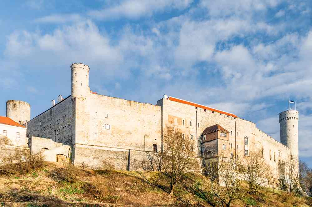 Toompea Castle is one of the must-see sightseeing attractions when spending one day in Tallinn