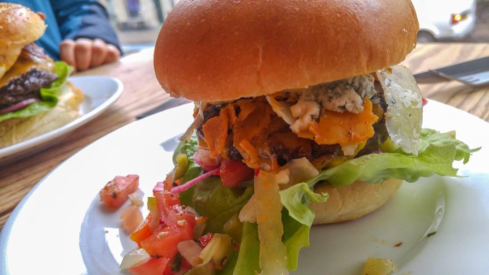 Vesterbros Originale Burgerrestaurant serves burgers in a American diner-inspired setting.