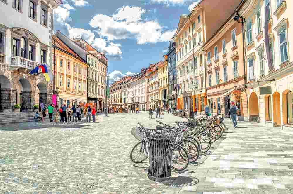What to see in Ljubljana: The Old Town of Ljubljana is full of colorful streets.