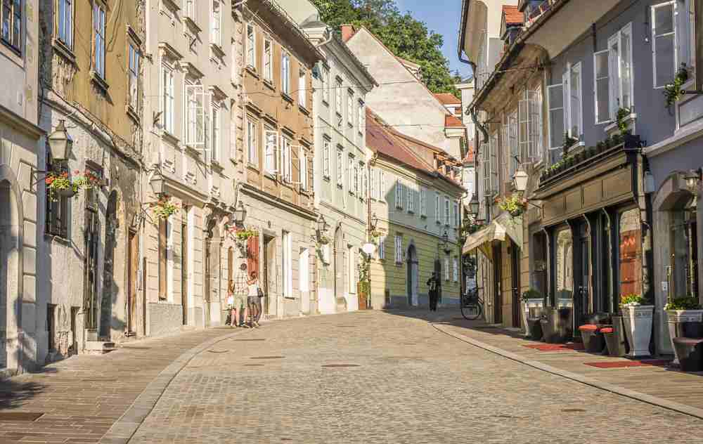 Must-see Ljubljana: Enjoy the beautiful architecture and the quiet cobblestone streets of the Old Town when spending one or two days in Ljubljana.
