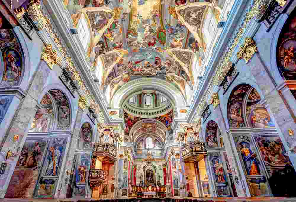 Two Days in Ljubljana: The beautiful Baroque interior of the St. Nicholas's Cathedral is one of the must-see attractions in Ljubljana. C: akturer/shutterstock.com