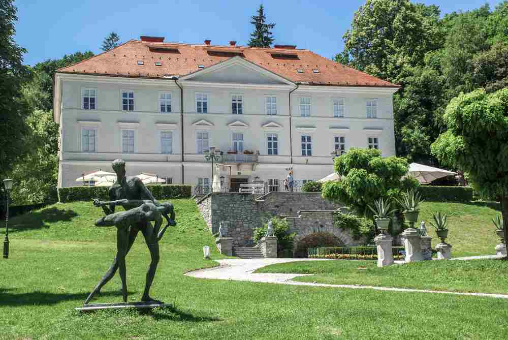 What to do in Ljubljana: The whitewashed Tivoli Mansion is one of the must-see attractions when spending one day in Ljubljana.