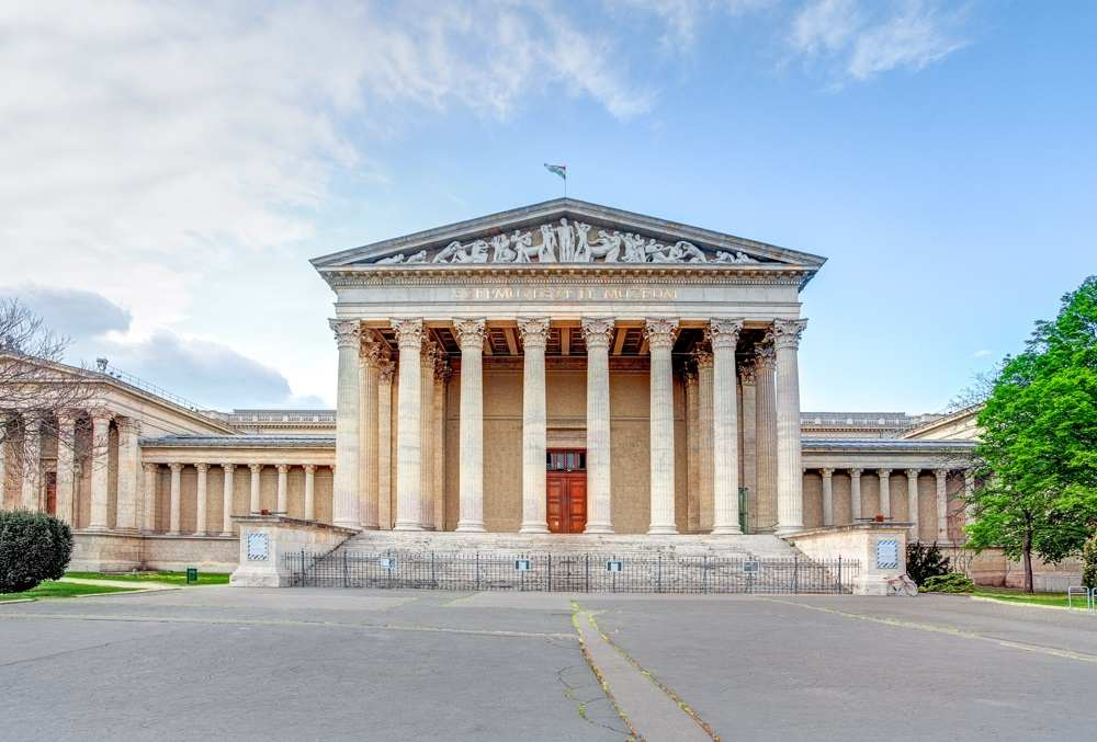 What to do in Budapest: Exterior of the Budapest Fine Arts Museum which resembles the Parthenon in Greece and is one of the best places to visit in Budapest.