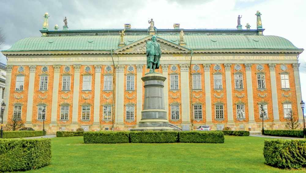 What to do in Stockholm: The Dutch-Baroque style House of Nobility is one of the prettiest buildings in Gamla Stan and one of the best things to see when sightseeing in Stockholm.