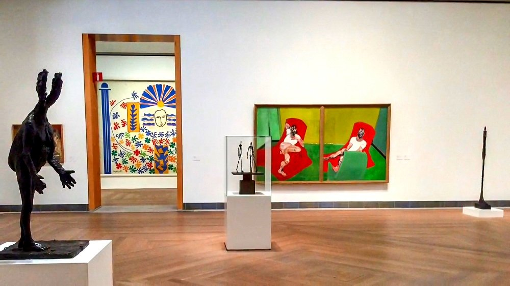 What to see in Stockholm: The interior of the Modern Art Museum is home to top-notch works by several prominent artists such as Picasso, Kandinsky and Warhol. It is one of the must-see sights when spending 72 hours in Stockholm.