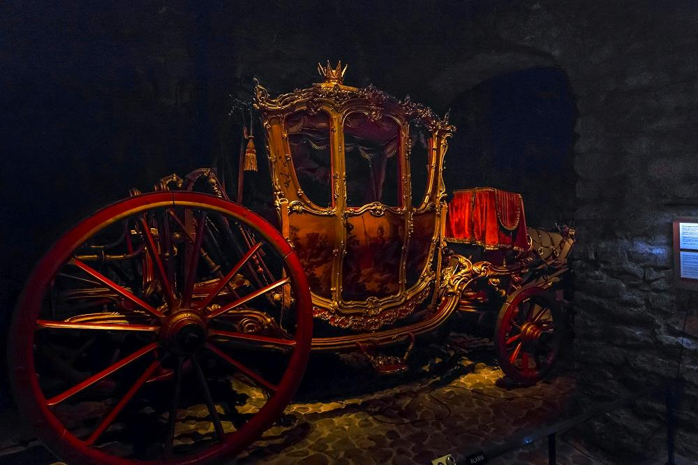 Free things to do in Stockholm: The ornate royal carriages at the Royal Armory are one of the must-see attractions in Stockholm when sightseeing. C: goga18128/shutterstock.com