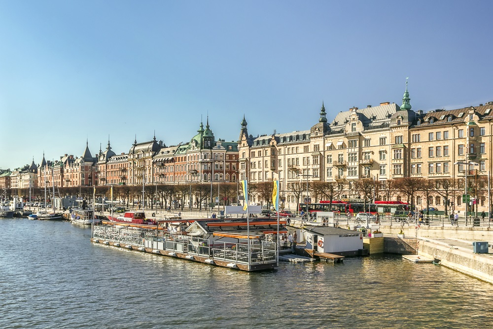 What to do in Stockholm: The magnificent Strandvägen boulevard in Östermalm is full of renaissance style buildings and is of the must-see attractions in Stockholm.
