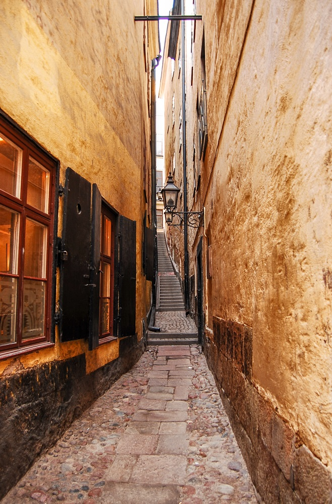 Stockholm Attractions: Don't forget to check out Mårten Trotzigs Gränd, the narrowest street in Stockholm when spending 24 hours in Stockholm.