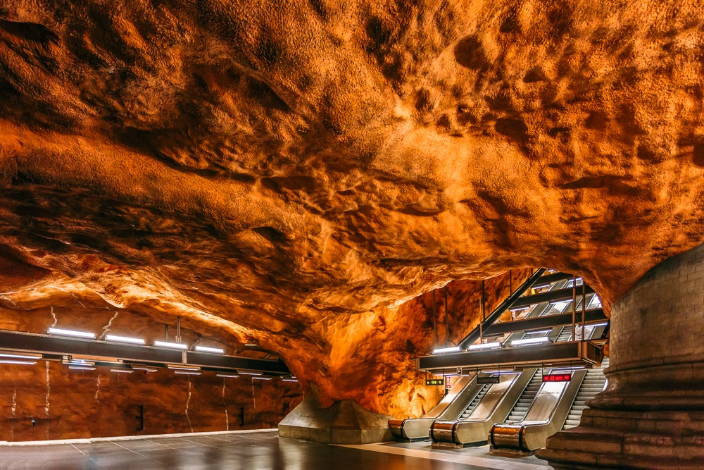 What to see in Stockholm: The stunning Rådhuset metro station which resembles an undergound pink grotto is one of the best places to visit when spending one day in Stockholm.