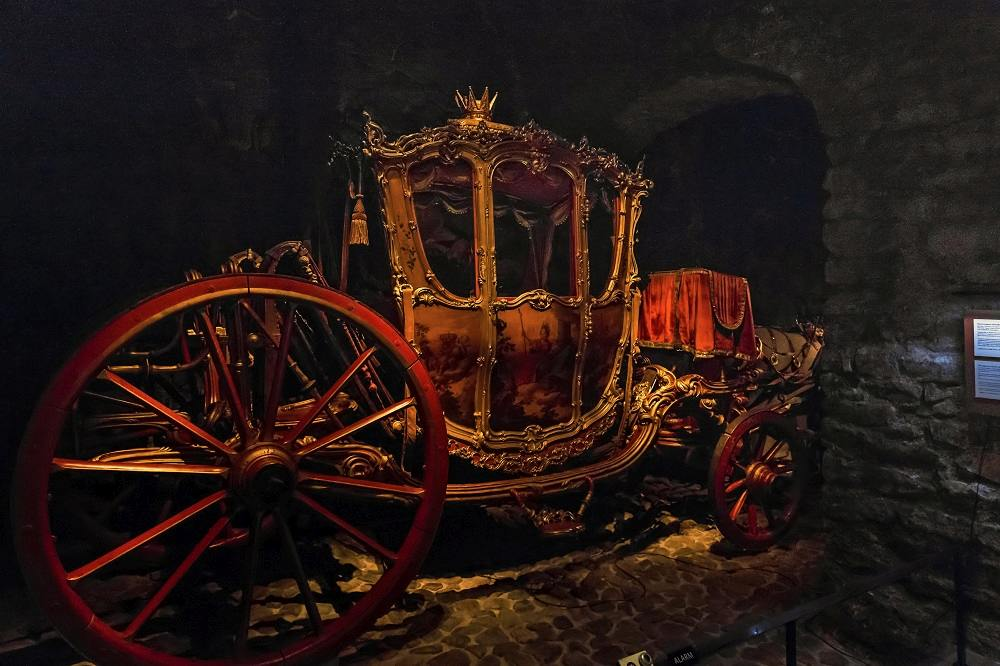 What to do in Stockholm: Seeing the ornate royal coaches of the Royal Armory (Livrustkammaren) at the Royal Palace is one of the best free things to do when spending one day in Stockholm. C: goga18128/shutterstock.com