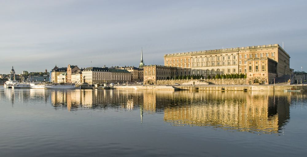 Stockholm sightseeing: When spending 24 hours in Stockholm, don't forget to see the colossal Royal Palace.