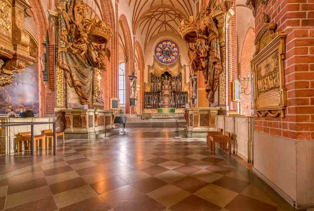 Stockholm Attractions: The splendid interior of the Stockholm Cathedral which features glistening royal pews, lierne vaulting and the statue of St. George & the Dragon is undoubtedly one of the must-see attractions when spending one day in Stockholm. C: Steve Heap/shutterstock.com