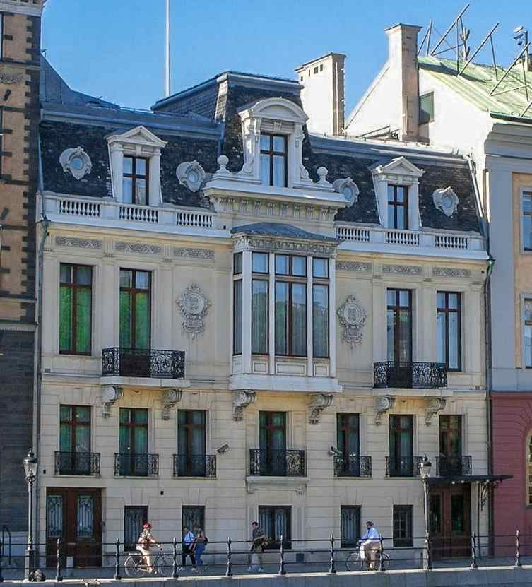 Free Self-Guided Stockholm Walking Tour: The Baroque style Sager Palace is the official residence of the Prime Minister of Sweden.