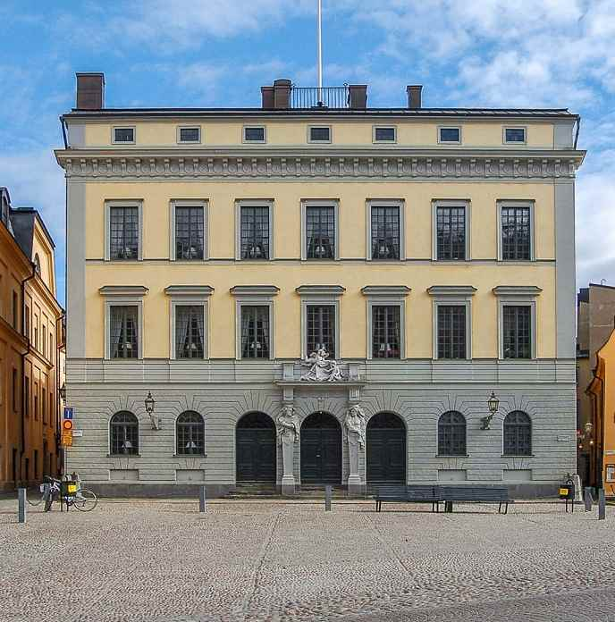Free Self-Guided Stockholm Walking Tour - Exterior of the beautiful Bonde Palace in Gamla Stan. Photo Credit: FriskoKry, modified, [CC BY-SA 3.0 (http://creativecommons.org/licenses/by-sa/3.0/)], via Wikimedia Commons.