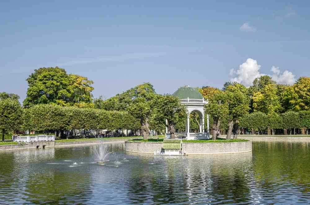 Free things to do in Tallinn: View of the elegant island gazebo of the Swan Lake in Kadriorg Park is one of the must-see sights on a sightseeing tour of Tallinn.