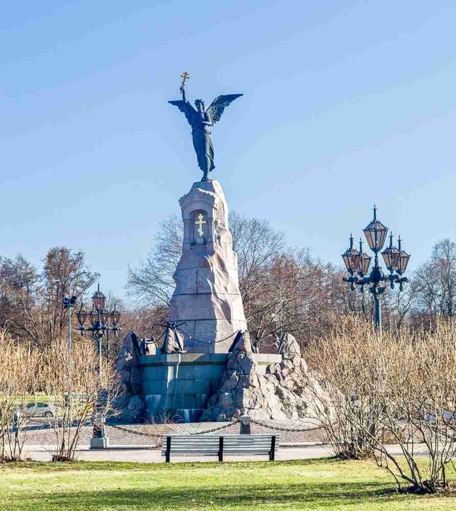 Best Places to visit in Tallinn: The imposing Russalka Memorial features a bronze angel standing on a granite pillar holding aloft an Orthodox cross. It was erected in 1902 to commemorate the sinking of the Russian warship Rusalka and is one of the major landmarks to see on a Tallinn walking tour.