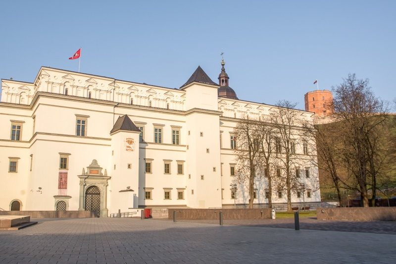 What to see in Vilnius: View of the whitewashed exterior of the Palace of the Grand Dukes of Lithuania which is one of the best things to see on a Vilnius walking tour.
