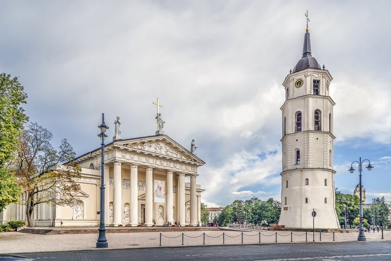 Vilnius sightseeing: View of the entrance to the Vilnius Cathedral and the belfry in the Cathedral Square, one of the best things to see on a free self-guided walking tour of Vilnius.